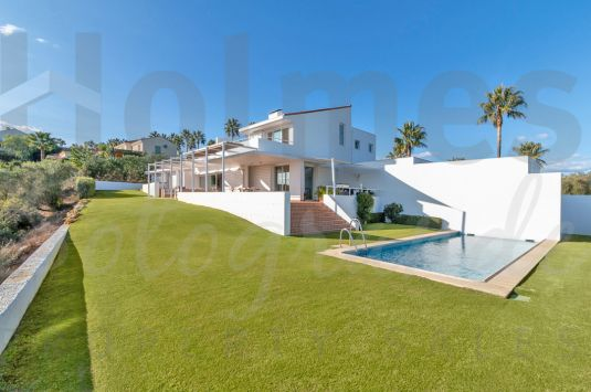 A contemporary style villa with one of the most popular locations in Sotogrande Alto.
