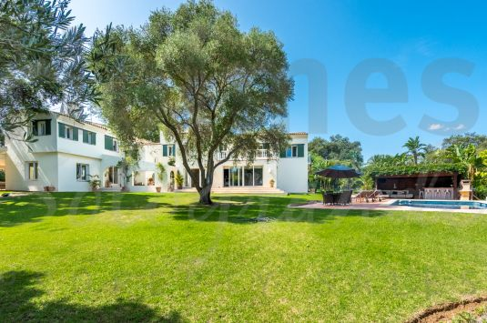 A charming renovated family villa situated in an established sought after area set on attractive landscaped gardens with many cork trees adjoining Guadalquitón.