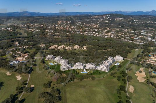 Emerald Greens is the new private residential complex with apartments located at the famous San Roque Golf resort with views to the golf course and the sea.
