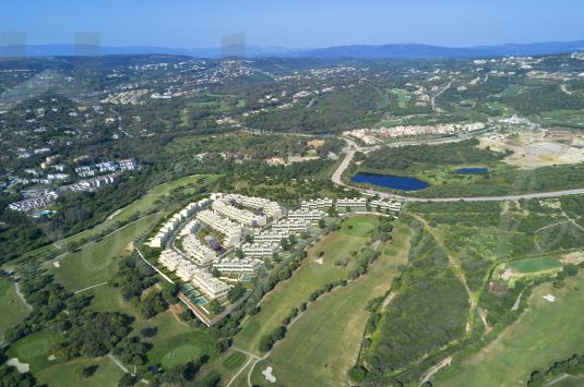 La Finca is a residential complex of 176 luxury homes nestled on the edge of the La Cañada Golf Club.