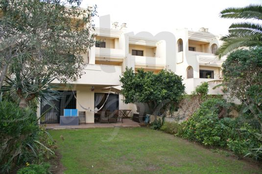 South facing ground floor apartment in Jardines de Sotogrande close to the shops, supermarkets and restaurants.