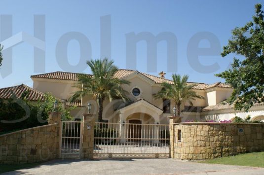Villa with prestigious location and great views