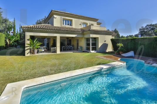 Charming south-facing villa in a very quiet area in Sotogrande Costa.