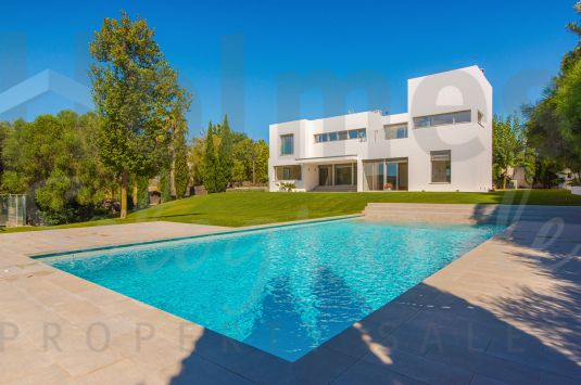 Fantastic modern style villa with great open views to the San Roque golf courses and with a very private location.
