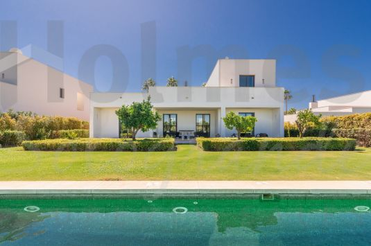 Front line golf modern style 3 bedroom villa in Las Cimas 2 with views of the Almenara Golf, the countryside and the sea in the distance.