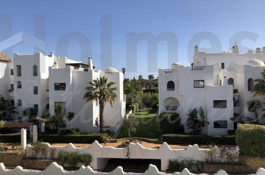 Beautiful apartment with natural lighyt and views in the luxurious urbanization of El Polo de Sotogrande.