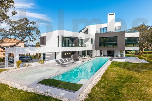 Stunning brand new modern front line golf villa in San Roque Golf.