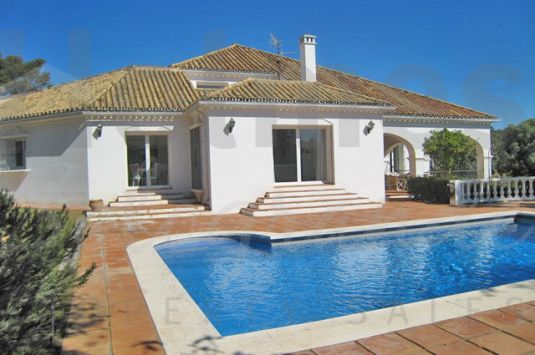 Villa for Sale in Reyes y Reinas - Sotogrande Villa