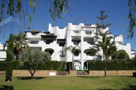 Fabulous penthouse apartment in El Polo de Sotogrande, a gated development with concierge service and private security, communal pools, paddle courts, gymnasium and jacuzzi.