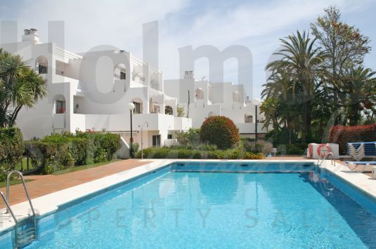 A south-facing 1st floor duplex apartment in the gated community of Jardines de Sotogrande with communal pools and close to supermarkets and shops.