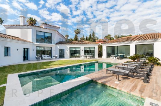 Spectacular contemporary villa recently renovated and refurbished in Sotogrande Costa.