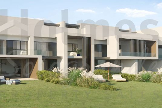 3 bedroom townhouse in Hoyo 17, residential development surrounded by a golf course and a hundred-year-old cork oak grove in San Roque Club.
