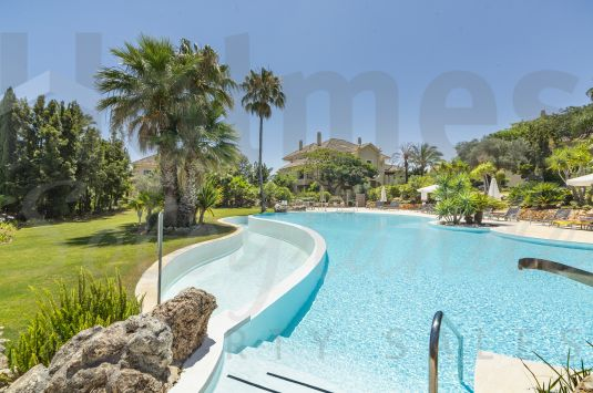 A totally renovated ground floor apartment situated in Valgrande, the most luxurious residential development of Sotogrande.