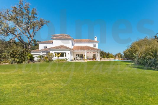 A spacious 3 storey south-facing family villa located in the C zone, a very popular area in the lower part of Sotogrande Alto.
