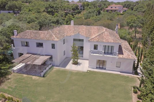 Spectacular southeast-facing modern style villa front line to the 4th green of the Real Club de Golf Valderrama.