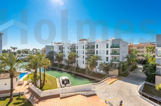 Nice 3rd floor southeast facing 2 bedroom apartment in Jungla del Loro, with views to the Marina and walking distance to the Beach, Tennis and Yacht Clubs.