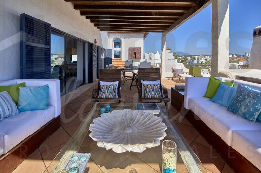 Fabulous penthouse apartment in El Polo de Sotogrande, a gated development with concierge service and private security, communal pools, paddle courts, childrens playground, gymnasium and jacuzzi