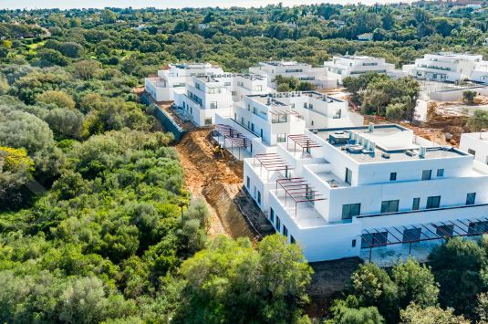 UNDER CONSTRUCTION. Wonderful ground floor apartment with private garden in the new development project of Senda Chica in La Reserva.