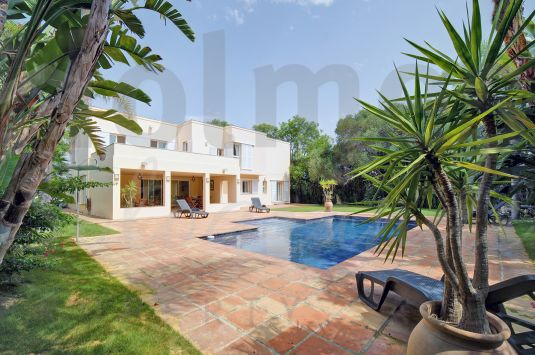 Beautiful south facing villa in a quiet area in Sotogrande Costa