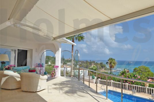 Stunning villa with panoramic views over the Mediterranean Sea, Gibraltar and Africa.