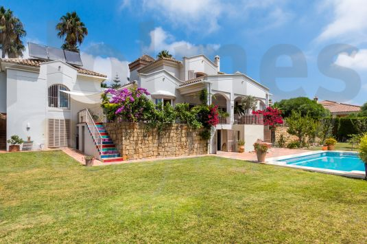 South-facing 3 storey villa in a quiet area of Sotogrande Alto with views to the San Roque and Almenara Golf Courses.