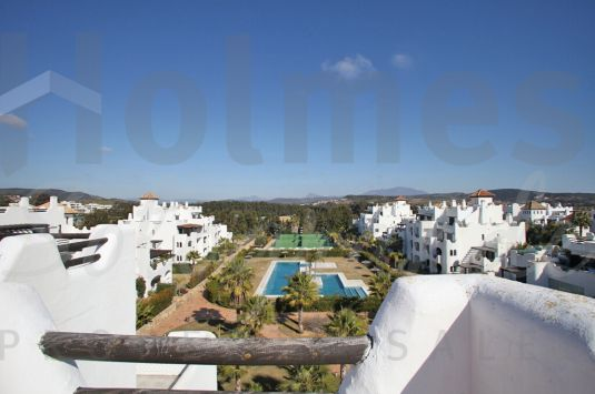 "Stunning duplex penthouse located in ""El Polo de Sotogrande"" with 4 bedrooms."