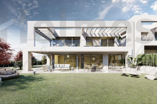 Luxury townhouse in La Finca Fase 3, a new luxury development on the edge of La Cañada Golf Club boasting great views.