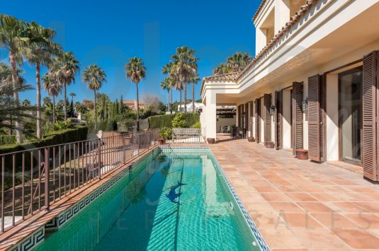 Traditional style south-facing 3 storey villa in Sotogrande Alto with fantastic golf and sew views.