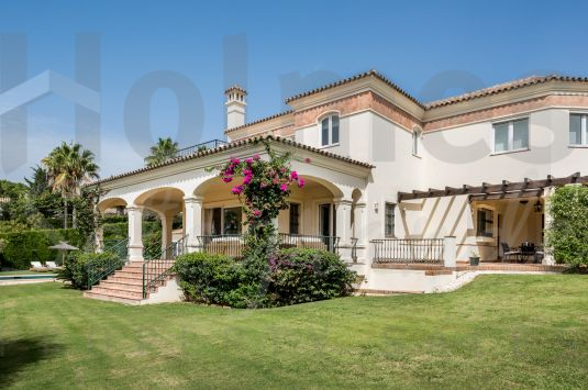 Fantastic 6-bedroom villa in Sotogrande Alto with sea and golf views.