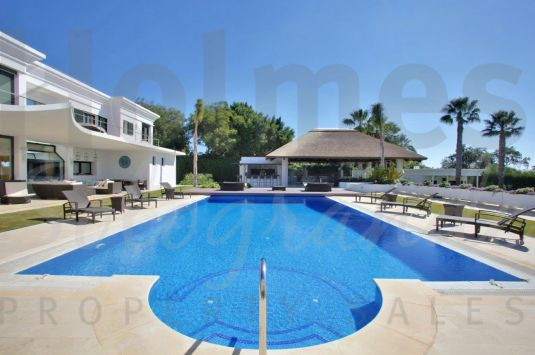Magnificent 3 storey villa built to the highest standards with southerly views towards the San Roque Golf Courses and the sea.