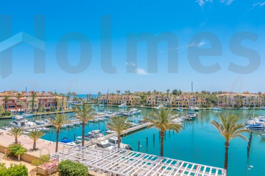 Fantastic sought-after south facing 3rd floor three- bedroom apartment in Ribera del Marlin with stunning views.