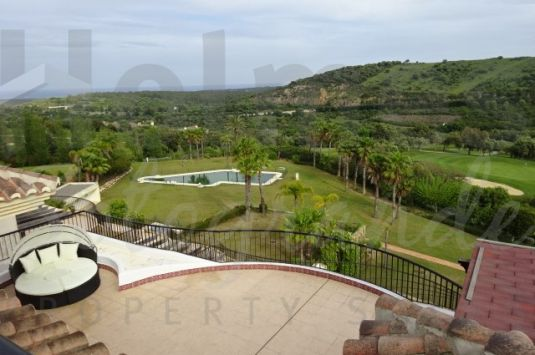 Front line 3 bedroom penthouse apartment with an spectacular south facing terrace and solarium with panoramic views over golf and sea.