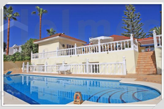 South-facing 7 bedroom villa in a popular area of Sotogrande Costa close to the Commercial Centre Galerías Paniagua.