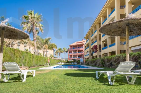 South-facing 2 bedroom ground floor apartment with private gardens in Guadalmarina close to El Octógono Beach & Tennis Club.