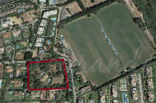 5 building plots in the Kings & Queens area very close to the Santa Maria Polo Club.