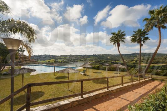Bright and ample penthouse build in two levels and situated directly at the Almenara golf course. Includes two parking spaces and an ample storage room.