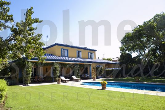 Southfacing two storey villa with views to La Cañada golf course and the mountains.