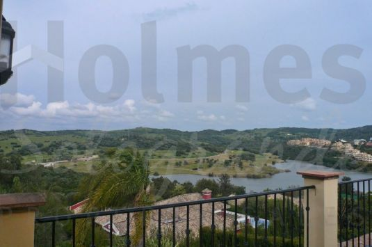 Very spacious house located near the Almenara Hotel and golf course with views of the lake and golf course.