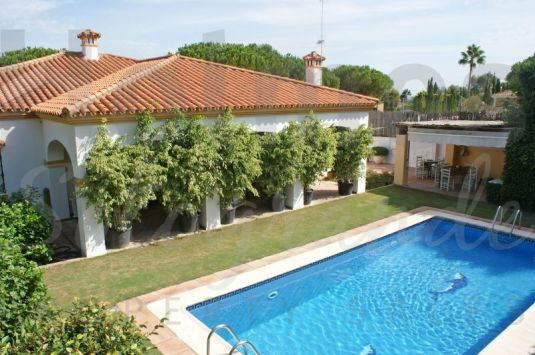 A southfacing family single storey villa located in the C zone, a very popular area of Sotogrande Alto