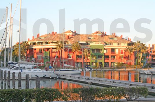 Magnificent duplex penthouse with views over the Sotogrande Marina