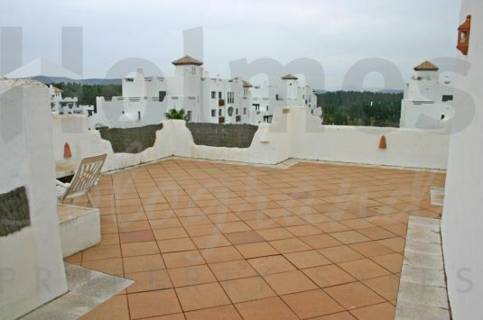 Fantastic furnished duplex penthouse with southerly aspect in El Polo de Sotogrande