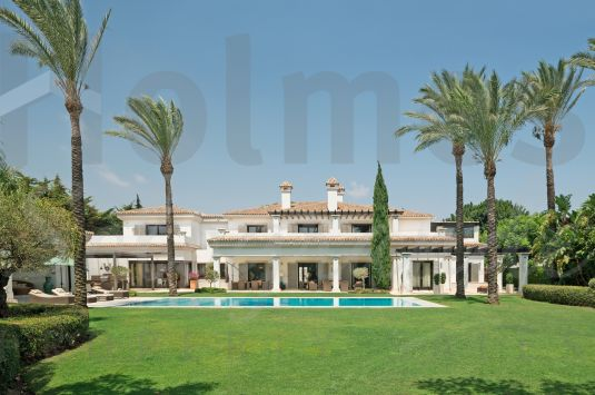 A really stunning property built to high standard throughout located in the desirable Sotogrande Costa.