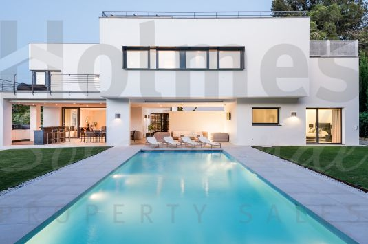 A contemporary style villa centrally located just a few minutes drive from the beach.