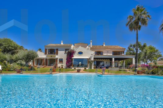A magnificent villa desirably located in Sotogrande Alto with southerly views across a spectacular ravine towards the San Roque II golf course and to the sea