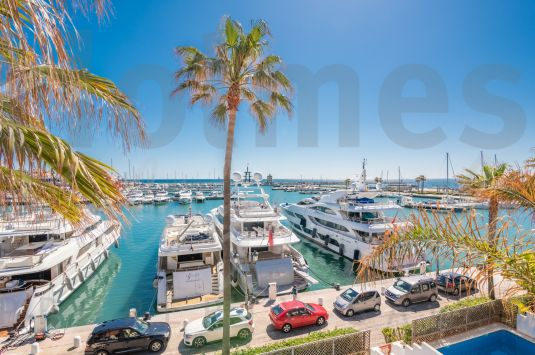 Magnificent duplex penthouse with beautiful views of the Port and the sea.