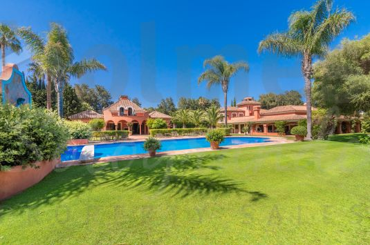 Splendid Andalucian/Oriental house is situated in the heart of Sotogrande Costa next to the Polo Fields