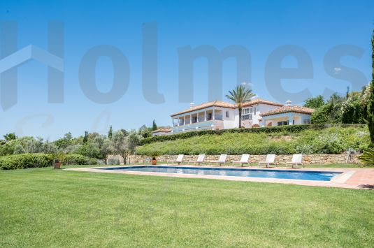 A splendid grand family villa in a sought after area of Sotogrande with panoramic views the sea the San Roque Golf courses and the surrounding countryside.