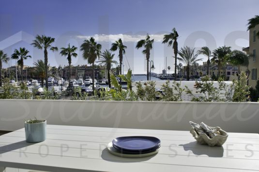 First floor apartment in an exclusive new building in the Sotogrande Marina.