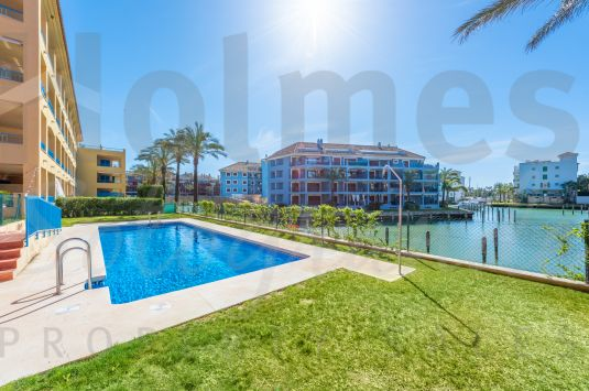 A fabulous 3rd floor apartment conveniently located in heart of the Marina de Sotogrande.