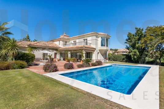 Fantastic 2-storey villa bordering a green zone in Sotogrande Alto.